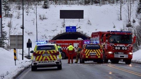 STENGT: Oslofjordtunnelen er stengt i begge retninger etter at en lastebil begynte å brenne.
