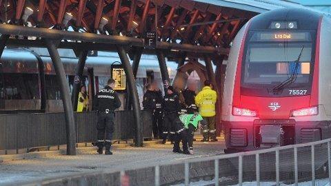 ALVORLIG SKADET: Kvinnen er fraktet til Drammen sykehus. Foto: Reidar Folkedal/Drammens Tidende