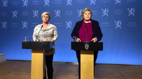 PREGET: Både Frp-leder Siv Jensen og statsminister Erna Solberg fremsto svært preget i møtet med pressen på torsdag.