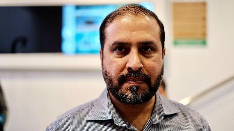 EKSTRA VAKTHOLD: Iklaq Ahmad er talsperson i Islamic Cultural Centre Norway-moskeen på Grønland. Han forteller om skjerpet vakthold under fredagsbønnen.