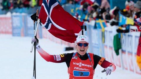 Marte Olsbu Røiseland gikk en enorm sisteetappe for Norge under lørdagens kvinnestafett og sikret norsk gull. Søndag jakter hun gull på fellesstarten.