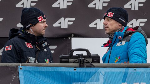 DISKUSJONER: Landslagstrenerne Magnus Brevig og Alexander Stöckl har allerede diskutert hvilke endringer som bør gjøres på det norske hopplandslaget før neste sesong.
