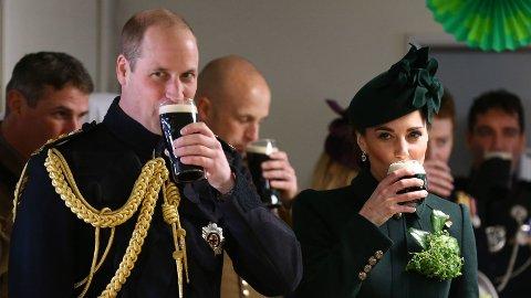 ØLFEST: Prins William og hertuginne Kate sparte ikke på slurkene under årets feiring av irenes nasjondal, St. Patrick's Day.