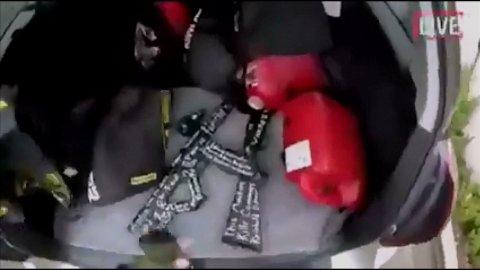 FILMET DIREKTE: Ugjerningen skal ha blitt filmet og sendt live på Facebook mens den foregikk. Videoen, som deretter ble distribuert på internett, viser et stort antall mennesker som blir skutt. Bildet viser et stillbilde fra videoen med noen av våpnene som skal ha blitt brukt.