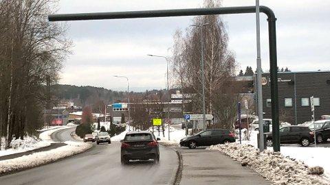 BOMSTASJON: Her bygger Statens vegvesen en ny passeringpost rett ved en innfartsparkering på grensen mellom Oslo og Akershus.
