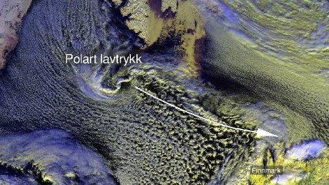 Det ventes mye snøbyger og vind i Nord-Norge søndag kveld/natt til mandag.