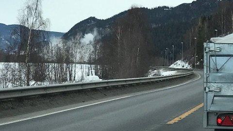 STENGT: Denne veien kan bli stengt i flere dager. Bildet er tatt etter en tidligere sprengning på stedet.