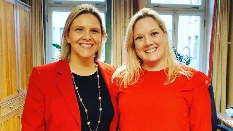 SER RØDT: Frps nestleder Sylvi Listhaug og Oslo Frps førstekandidat, Aina Stenersen, vil skrote Aps eiendomsskatt i hovedstaden, som de kaller dop. Selv har de begge kledd seg i rødt for anledningen.