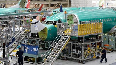 FANT NY FEIL: Nye fly i 737 MAX-serien under produksjon i Boeing-fabrikken i Renton i USA. Nylig ble det også avdekket en ny feil på flyene.