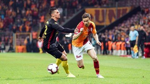 KONTRAKTFORLENGELSE: Martin Linnes blir værende i Istanbul ut 2020/21-sesongen.