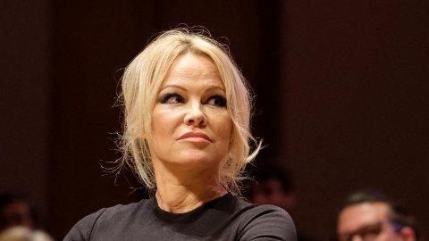 SINT: Pamela Anderson reagerer kraftig på flere av donasjonene som er blitt gitt til gjenoppbyggingen av Notre-Dame.