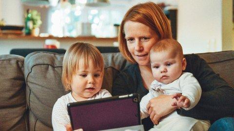 BARN OG NETTBRETT: For første gang går Verdens helseorganisasjon ut og advarer mot bruk av nettbrett for barn.