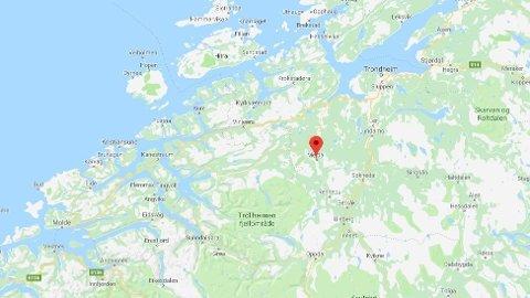 RYGGET PÅ: En seks år gammel jente kjøres til sykehus etter å ha blitt rygget på av en bil i Meldal.