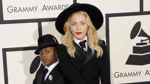 VENNELØS: I 2017 flyttet Madonna til Lisboa. Der opplevde hun å bli veldig ensom, noe som førte til depresjon, ifølge henne selv. Her er hun sammen med sønnen David Banda i 2014.