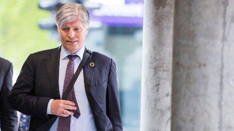 TALTE OM PLASTAVFALL: Klima- og miljøminister Ola Elvestuen talte til miljøministerne fra G7-landene på et møte i Metz i Frankrike søndag. Han etterlyser både nasjonale reguleringer mot plastavfall og samarbeid med næringslivet.