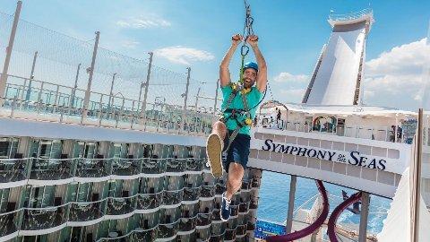 SOMMERJOBB: Om man får denne sommerjobben kan man vente seg to uker til havs på to av verdens største cruiseskip.