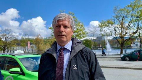 UTÅLMODIG. Klima- og miljøminister Ola Elvestuen (V) vil se kommersielle elfly lette i Norge så fort som mulig.