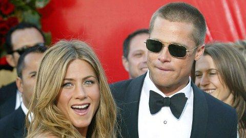 ROMANSERYKTER: Brad Pitt blir konfrontert om ryktene som har virret om han og ekskona Jennifer Aniston. Her er duoen avbildet på den røde løperen i 2004 - ett år før de skilte lag.