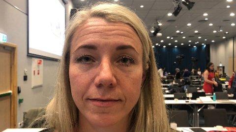 Elin Marie Jahren (40) er blitt sosialklient mot sin vilje. Hun risikerer å måtte selge leiligheten. Flytte fra gård og grunn. Elin har en katt, og en 9-åring. «Er vi fattige mamma», spør han.