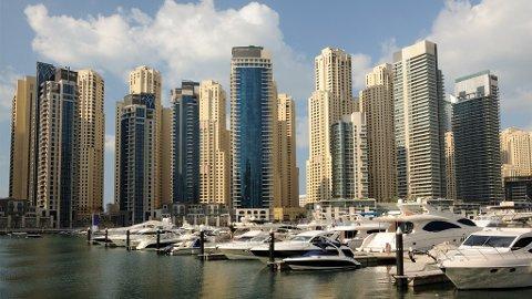 RIKE LEVER 14 ÅR LENGRE: Er du rik kan du unne deg avslappende luksusferier i Dubai. Illustrasjonsfoto.