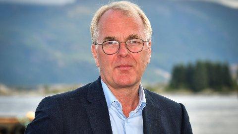 GJØR ENDRINGER: Konstituert vegdirektør Bjørne Grimsrud vil legge ned trafikkstasjoner og flytte arbeidsplasser ut av Oslo når fylkeskommunene overtar fylkesveiene.