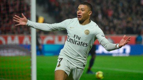 HVIT DRAKT: Kylian Mbappé kunne fort ha byttet ut PSGs hvite bortedrakt med Real Madrids hvite hjemmedrakt.