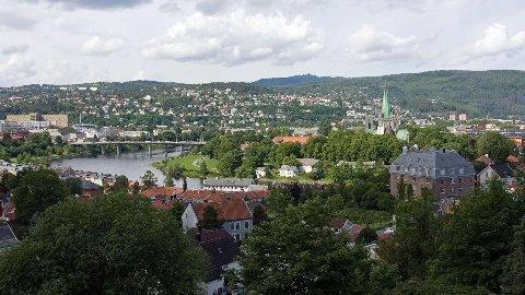 Mangel på parkeringsplasser stopper oss fra å handle i sentrum. Mens den samlede omsetningen i sentrumsområdet Midtbyen i Trondheim har stått på stedet hvil siden 2011, har handelen derimot økt med over 25 prosent.