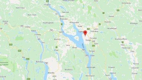 FASTKLEMT: En person skal være fastklemt etter en arbeidsulykke i Ottestad, utenfor Hamar.