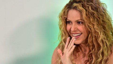 INGEN GRUNN TIL Å SMILE: Artisten Shakira måtte møte i retten torsdag 6. juni for å svare på anklager om skatteunndragelser i størrelsesordenen 140 millioner kroner.