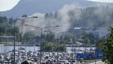 EKSPLOSJON: Eksplosjonen ved bensinstasjonen skal ha blitt hørt over store deler av Sandvika og flere steder i Oslo, deriblant Holmlia.