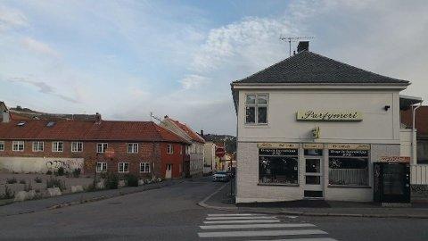 VÆPNET RAN: Politiet leter etter ranerne som med våpen skal ha ranet en frisørsalong i Violgata