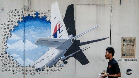 FORSVANT: Dette maleriet ble satt opp på en vegg i Kuala Lumpur etter styrten i 2014.