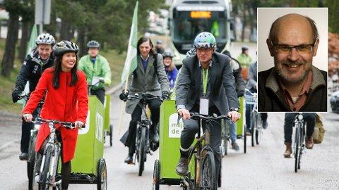 SKADENE ØKER: Miljøpartiet De Grønne ankommer sitt landsmøte på sykkel i 2016. Ifølge samferdselsforsker Rune Elvik vil mer sykling og gåing i byene gi økt skadeomfang. Han etterlyser bedre registrering av skadene, av frykt for at endringene ikke vil bli oppfattet. MDG hevder deres politikk gjør byen tryggere for myke trafikanter, men vedgår at syklister er mer skade-utsatt enn bilister. Foto: Terje Pedersen / NTB scanpix / TØI