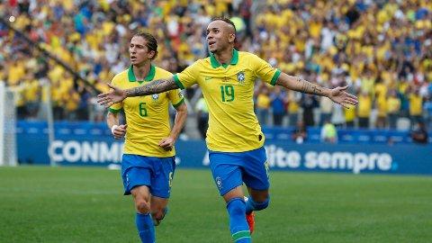 VANT GRUPPEN: Everton scoret ett av Brasils fire mål mot Peru i Copa America lørdag, og dermed er Brasil videre som gruppevinnere.