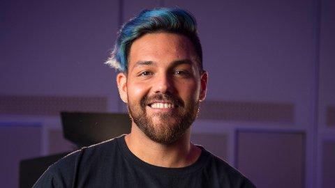 EKSTRAJOBB: Alejandro Fuentes forteller at han har en noe uvanlig jobb i tillegg til å være musiker.