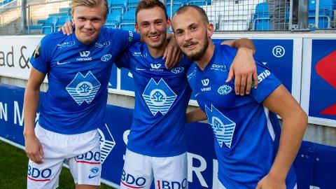 Moldes Erling Braut Håland (t.v.), Fredrik Aursnes og Eirik Hestad smiler fornøyd etter at Molde knuste Brann 5-1 hjemme på Aker stadion i fjorårets Eliteseriekamp.
