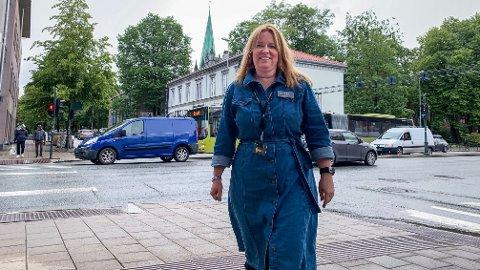 GRÅTT: Himmelen over Trondheim har stort sett vært grå denne sommeren, noe som demper folks lyst til å besøke byen. Det merker Cathrine Stadvik, leder for fagrådet for reiseliv i Næringsforeningen i Trondheimsregionen, godt.
