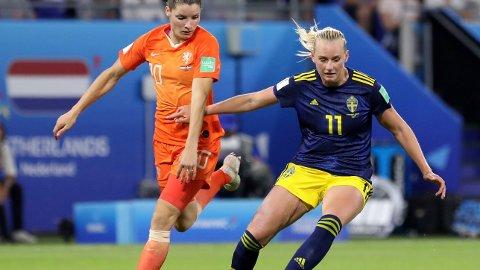Stina Blackstenius og Sverige tapte fortjent mot Nederland og Dominique Bloodworth i semifinalen. Vi tror ikke Sverige slår England i lørdagens bronsefinale.