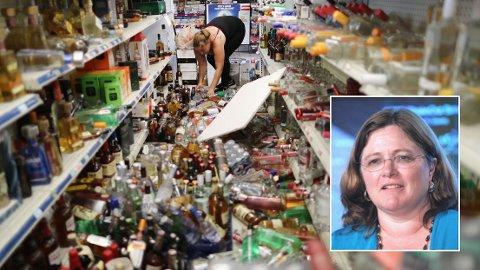 JORDSKJELV: Seismolog Lucy Jones (innfelt) har gitt det amerikanske folk løpende oppdateringer gjennom helgen etter de to jordskjelvene.