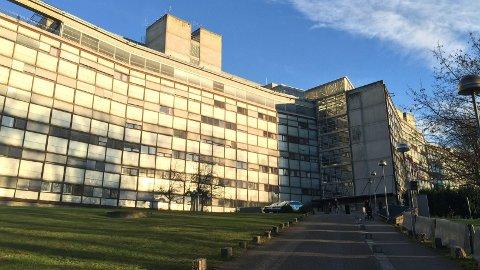 Den tiltalte kvinnen er fortsatt ansatt i Oslo politidistrikt. Her er bilde av Politihuset på Grønland i Oslo sentrum.