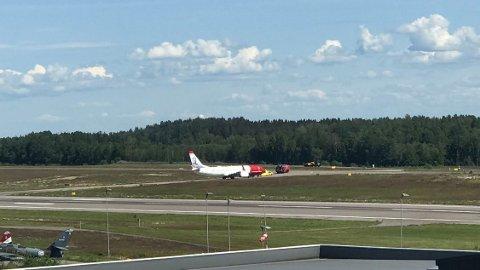 NØDLANDET: Norwegian-flyet ble tvunget til å utføre en medisinsk nødlanding på Torp lufthavn i Sandefjord.