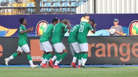 Stor jubel for Madagaskar etter at Marco Ilaiharitra scoret seiersmålet for Madagascar mot Burundi i den ene av gruppespillkampene.