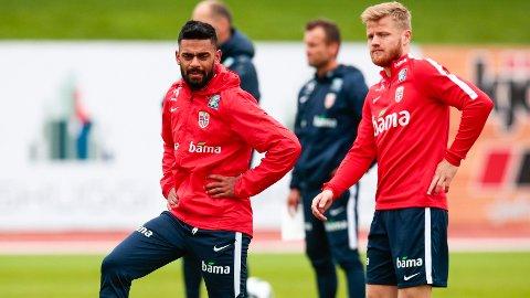 NÆR NY KLUBB: Ghayas Zahid (t.v.) nærmer seg en overgang til Panathinaikos. Her står han sammen med Fredrik Midtsjø under landslagssamling på Island i fjor sommer.