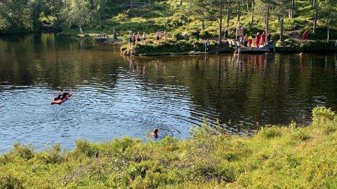 UAVKLART: Tilstanden til jenta som havnet under vannet i Fjellbrudammen var fredag ettermiddag fortsatt uavklart.