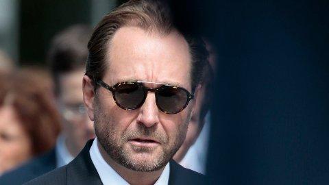 MØRKE BRILLER: Kjell Inge Røkke har hatt grunn til å ta på seg solbrillene det seneste året.