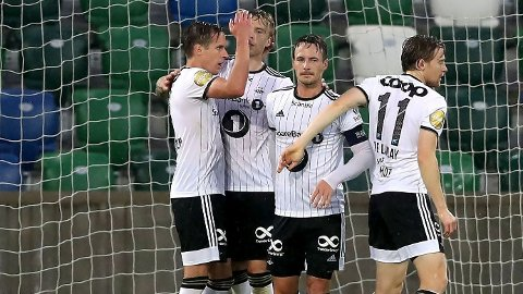 GODE MULIGHETER: Rosenborg feirer sin andre scoring ved Alexander Søderlund mot Linfield forrige uke. Trønderne har gode muligheter for å avansere til andre kvalifiseringsrunde.