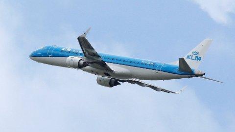 FÅR KRITIKK: KLM får kritikk etter at de skal ha bedt en ammende kvinne om å dekke seg til.