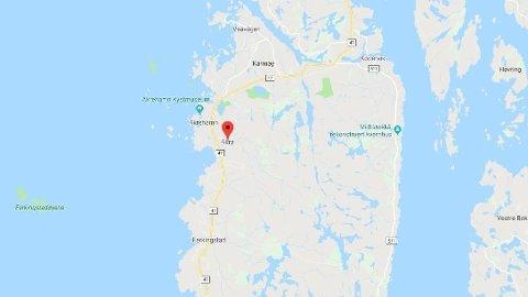SYNKER: En båt synker ved Åkra på Vestlandet. Et ukjent antall folk har fortsatt ikke blitt gjort rede for.