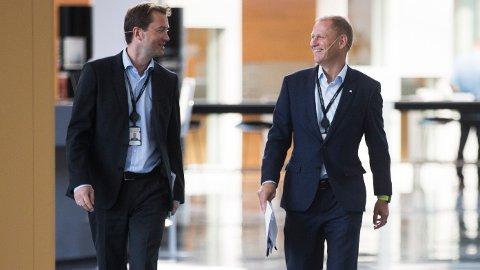 FORNØYD: konserndirektør for økonomi og finans Lars Christian Bacher (t.h), sammen med kommunikasjonssjef i Equinor Bård Glad Pedersen.