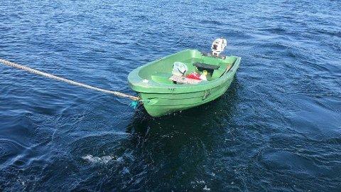 SAVNET: Hovedredningssentralen ønsker tips om denne båten.